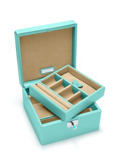 The ultimate gift for her: a @Tiffany & Co. jewelry box #collegegraduation