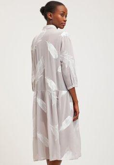 Little White Lies Sukienka koszulowa - grey za 429 zł (19.02.16) zamów bezpłatnie na Zalando.pl.