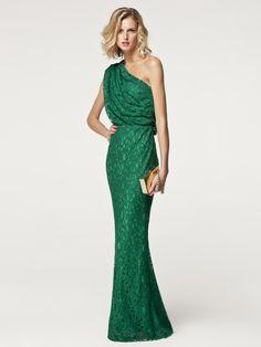 Otro vestido verde de Carolina Herrera. Me encantan el look de un solo hombro :-)
