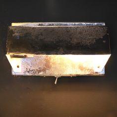 http://anciellitude.fr/wp-content/uploads/2016/11/P1100230-1.jpg - APPLIQUE LISEUSE CUBIQUE - http://anciellitude.fr/applique-liseuse-cubique/ - #appliqueindustrielle #walllamp #lampeappliqueindustrielle #applique #chrome #metalpoli #acier #patine #furniture #aluminium #architecture #mobilierindustriel #old #ancien #lampe #lamp #industrial #design #deco #vintage #anciellitude #pucesdesaintouen #parisfleamarket #marchepaulbert #paulbertserpette #allee1 #paris