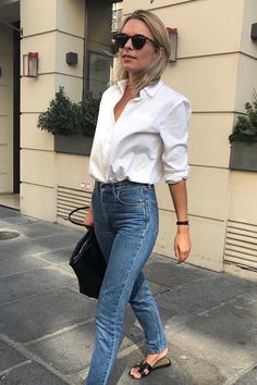 The Classic Spring Outfit Formula We Love — French Girl Style Source by seasandcali classic outfits Spring Outfit Women, Summer Work Outfits, Simple Outfits, Office Outfits, Casual Chic Outfits, Casual Chic Style, Mom Outfits, White Shirt Outfits, Trendy Outfits