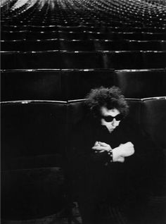 Photographer: Barry Feinstein - Bob Dylan sits alone in the seats of the Royal Albert Hall during a soundcheck before his famous show, 1966 Bob Dylan, Royal Albert Hall, Stoner Rock, Minnesota, Billy The Kid, Rockabilly, Berenice Abbott, Fritz Lang, New Wave