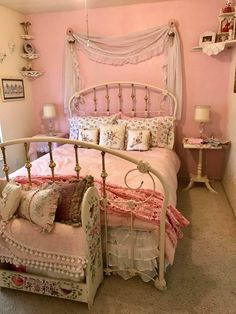 The swag on the wall is sweet #shabbychicbedroomspink