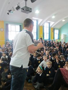 Here are some more pictures of @tompalmerauthor's visit to Goldies today. Thank you so much for coming to see us 😎