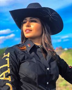 Image may contain: 1 person, standing, hat and outdoor Sexy Cowgirl Outfits, Rodeo Outfits, Cowgirl Style, Western Outfits, Cute Outfits, Cute Country Girl, Country Women, Western Girl, Western Wear