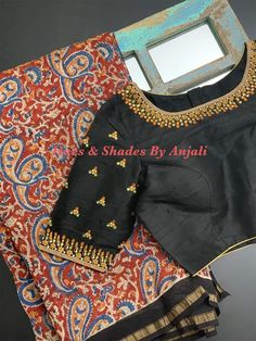 Cotton Saree Blouse Designs, Fancy Blouse Designs, Bridal Blouse Designs, Saree Gown, Lehenga Blouse, Dress Indian Style, Indian Outfits, Embroidery Neck Designs, Hand Embroidery