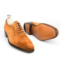 Carmina Adelaide shoes in tobacco suede Suede Shoes, Men's Shoes, Shoe Boots, Dress Shoes, Mens Fashion Shoes, Leather Fashion, Cordovan Shoes, Brogues, Gentleman Shoes