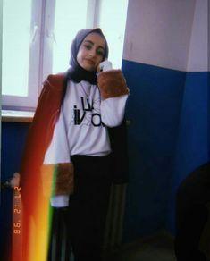 Girl Photography Poses, Tumblr Photography, Instagram Pose, Instagram Story, Snapchat Girls, Girls Foto, Hijab Cartoon, Fake Girls, Arab Girls