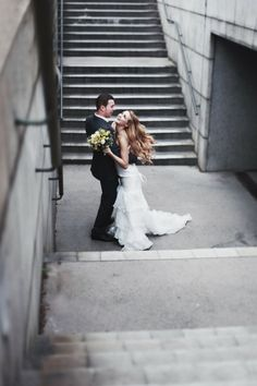 Paola Colleoni | paolacolleoni.com #bride #groom #stairs #subway #dance #wedding