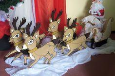 Trenó com 4 Renas,1 Papai Noel e 1 Saco de Presentes. <br>Os duendes custam 35,00 cada. <br>Confeccionado em isopor (180,00) ou mdf (300,00). Faça a diferença e encante sua família e seus vizinhos com essa peça linda e exclusiva nesse Natal. Aceitamos encomendas até 20 de Novembro.