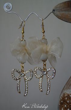 Earings with Pearl, ribbons and crystals.