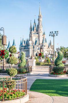 33 Photos to Inspire You to Visit Walt Disney World at Christmas Walt Disney World, Disney World Castle, Disney World Magic Kingdom, Disney World Florida, Disney Parks, Disney Cruise, Walt Disney Castle, Magic Kingdom Castle, Orlando Disney