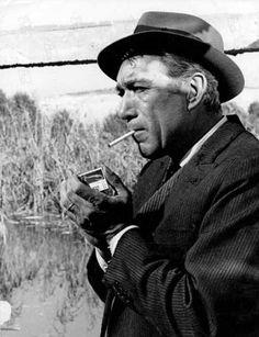 Anthony Quinn. fue un escultor, pintor y consagrado actor mexicano de cine de ascendencia paterna irlandesa. Recibió múltiples galardones, entre ellos dos Óscar.