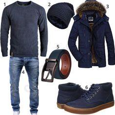 Komplett blaues Herrenoutfit mit Indicode Pullover, Vbiger Beanie, warmem Parka, Merish Jeans, Timberland Kurzschaft-Stiefeln und schmalem Ledergürtel.