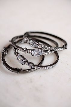 Promise rings: A romantic expression of love or an outdated gesture? - Wedding Party
