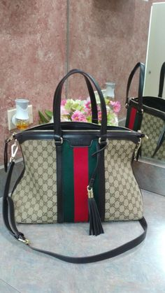However, once I got my hands on an authentic Gucci handbag I really understood the difference. Gucci Purses, Chanel Handbags, Purses And Handbags, Kelly Bag, Beautiful Handbags, Beautiful Bags, Zapatillas Louis Vuitton, Givenchy, Hermes