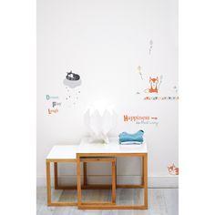 Ces stickers de la collection by Sophie Cordier pour Lilipinso permettent d'agrémenter une décoration de chambre d'enfant et d'habiller les murs, les meubles ou encore une porte.