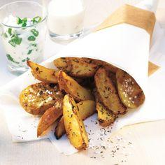Gezonder én lekkerder dan patat: Gekruide aardappeltjes met aïoli en zure room. #WeightWatchers #WWrecept