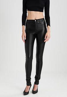 fe3e76cb58 A(z) Nadrág nevű tábla 11 legjobb képe | Models, Pockets és Trousers