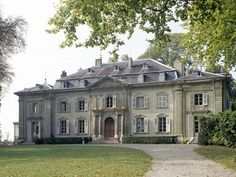 TheFullerView - (via c u r b - a p p e a l / Chateau de Voltaire -. French Architecture, Beautiful Architecture, Beautiful Buildings, Beautiful Homes, Architecture Design, Old Mansions, Abandoned Mansions, Mansions Homes, Eco Casas
