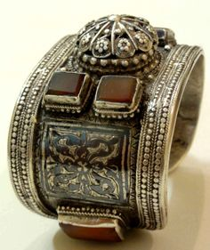 Early and well made cuff from Dagestan. 18th c (inventory for sale info@singkiang.com)