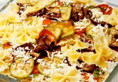 """Bateu uma vontade de comer massa, mas não quer exagerar? Então aposte na <a href=""""http://mdemulher.abril.com.br/culinaria/receitas/gravatinha-mediterranea-482210.shtml"""" target=""""_blank"""">gravatinha mediterrânea</a> que, apesar de ser macarrão, tem também ab"""