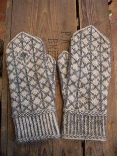 Knitted Gloves, Fingerless Gloves, Stick O, Knitting Ideas, Knits, Knit Crochet, Crochet Patterns, Socks, Inspiration