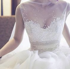 Amazing Dress. (Pic via Instagram @prettyfashionphile)