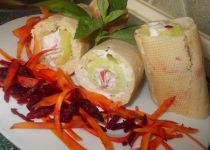 Plněné bagety s okurkou, sýrovou směsí a  mrkví