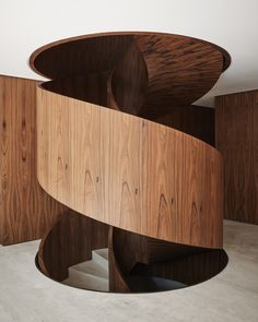 Gallery of CM House / Dado Castello Branco Arquitetura - 18 - House Architecture Staircase Handrail, Modern Staircase, Staircase Design, Spiral Staircases, Modern Interior, Home Interior Design, Interior Architecture, Interior Decorating, Chinese Architecture