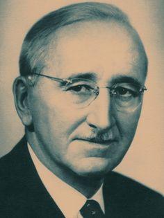 Friedrich August Hayek, em «Teorias Políticas Contemporâneas», edição da Sistema Solar | Documenta.
