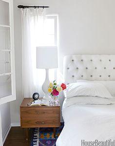 A crisp bungalow bedroom