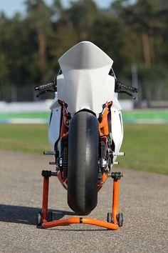 2012 RC8R Race Spec