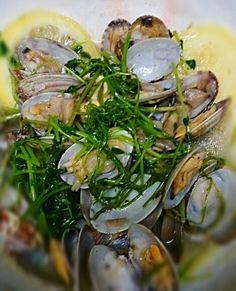 アサリが美味しい季節になってきました(*^^*) 美味しいスープがパスタにも合いますよ~!! - 77件のもぐもぐ - アサリと青菜の塩漬けレモン蒸し by satoht