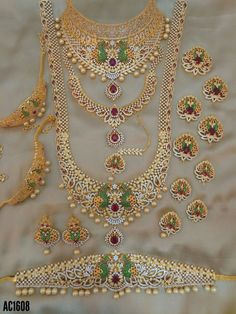 Fulfill a Wedding Tradition with Estate Bridal Jewelry Bridal Jewelry Vintage, Wedding Jewelry Sets, Bridal Jewellery, Marriage Jewellery, Jewelry Design Earrings, Gold Jewellery Design, Gold Jewelry, Baby Jewelry, Bridal Necklace Set