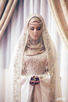 Source by ivanrossum hijab Hijabi Wedding, Muslim Wedding Gown, Wedding Hijab Styles, Muslimah Wedding Dress, Arab Wedding, Muslim Brides, Pakistani Bridal Dresses, Pakistani Wedding Dresses, Muslim Couples