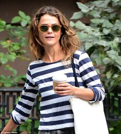 Relaxed: Even with slightly unkempt hair, Keri, still looked fantastic. Keri Russell Hair, Keri Russell Style, Summer Fashion Outfits, Spring Summer Fashion, Autumn Fashion, Winter Wardrobe Essentials, Earthy Style, Winter Looks, Everyday Fashion