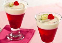 """A combinação da <a href=""""http://mdemulher.abril.com.br/culinaria/receitas/gelatina-cereja-creme-limao-628161.shtml"""" target=""""_blank"""">gelatina de cereja com creme de limão</a> dá supercerto - é uma sobremesa leve e saborosa. Prove!"""