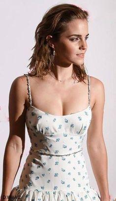 Emma Watson - Most Beautiful Girls Emma Watson Beautiful, Emma Watson Sexiest, Beautiful Celebrities, Beautiful Actresses, Beautiful Women, British Actresses, Hollywood Actresses, Ema Watson, Harry Potter Film