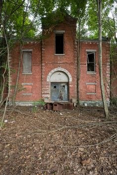 A women's asylum rots on an abandoned New York island