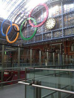 Reloj Olímpico en estación St. Pancras. Londres