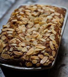 Dessert Cake Recipes, Cookie Recipes, Israeli Desserts, Israeli Recipes, One Bowl Chocolate Cake Recipe, Low Sugar Cakes, Chocolat Cake, Dessert Platter, Sweet Cookies