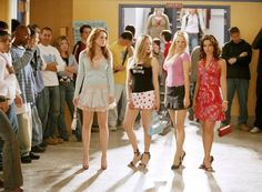 Still of Lacey Chabert, Lindsay Lohan, Rachel McAdams and Amanda Seyfried in Mean Girls (2004)