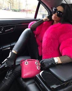 Beautiful ladies in fur coats Winter Mode Outfits, Winter Fashion Outfits, Fur Fashion, Look Fashion, Autumn Winter Fashion, Womens Fashion, Holiday Fashion, Fashion Beauty, Classy Outfits