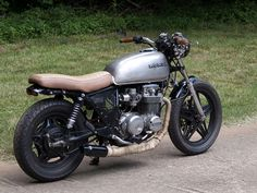 stripped down oldschool CB650 with comstar wheels