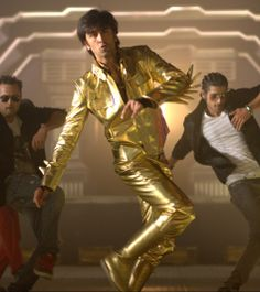 """RANBIR REJECTS 3 CRORE TO DANCE AT A WEDDING!   """"FOR MORE BOLLYWOOD NEWS CLICK ON THE IMAGE""""  Get latest Bollywood News and Gossip VISIT BISCOOT SHOWTYM FOR FULL STORY CLICK BELOW : http://www.biscoot.com/showtym    Ranbir Kapoor turns down a 3 crore offer for performing at a wedding  FOR MORE BOLLYWOOD LATEST NEWS ON MOBLIE CLICK : http://m.biscoot.com"""