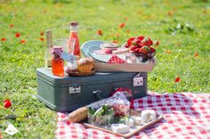 valentine day picnic Brunch, Picnic Time, Valentines Day, Party, Holidays, Pickle, Picnics, Friends, Blog