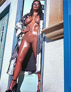 Kim Kardashian Naked in Love Magazine (Spring-Summer 2015). www.hotpicturesof.blogspot.com