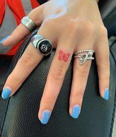 Tattoo Am Finger, Finger Tattoo For Women, Small Finger Tattoos, Tiny Tattoos For Girls, Cute Tiny Tattoos, Dainty Tattoos, Little Tattoos, Pretty Tattoos, Small Tattoos