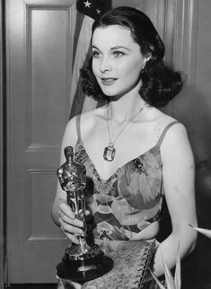 Vivien with her Oscar for playing Scarlett O'Hara in Gone With The Wind 1940